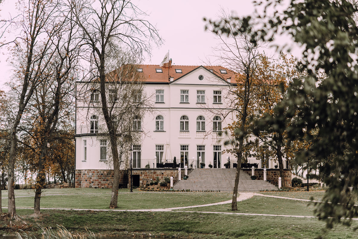 reportaz-slubny-Magda-Tomek-slub-kaplica-Jozefa-Jankowskiego-wesele-Pałac-Suchary-Bydgoszcz-Swietliste-003