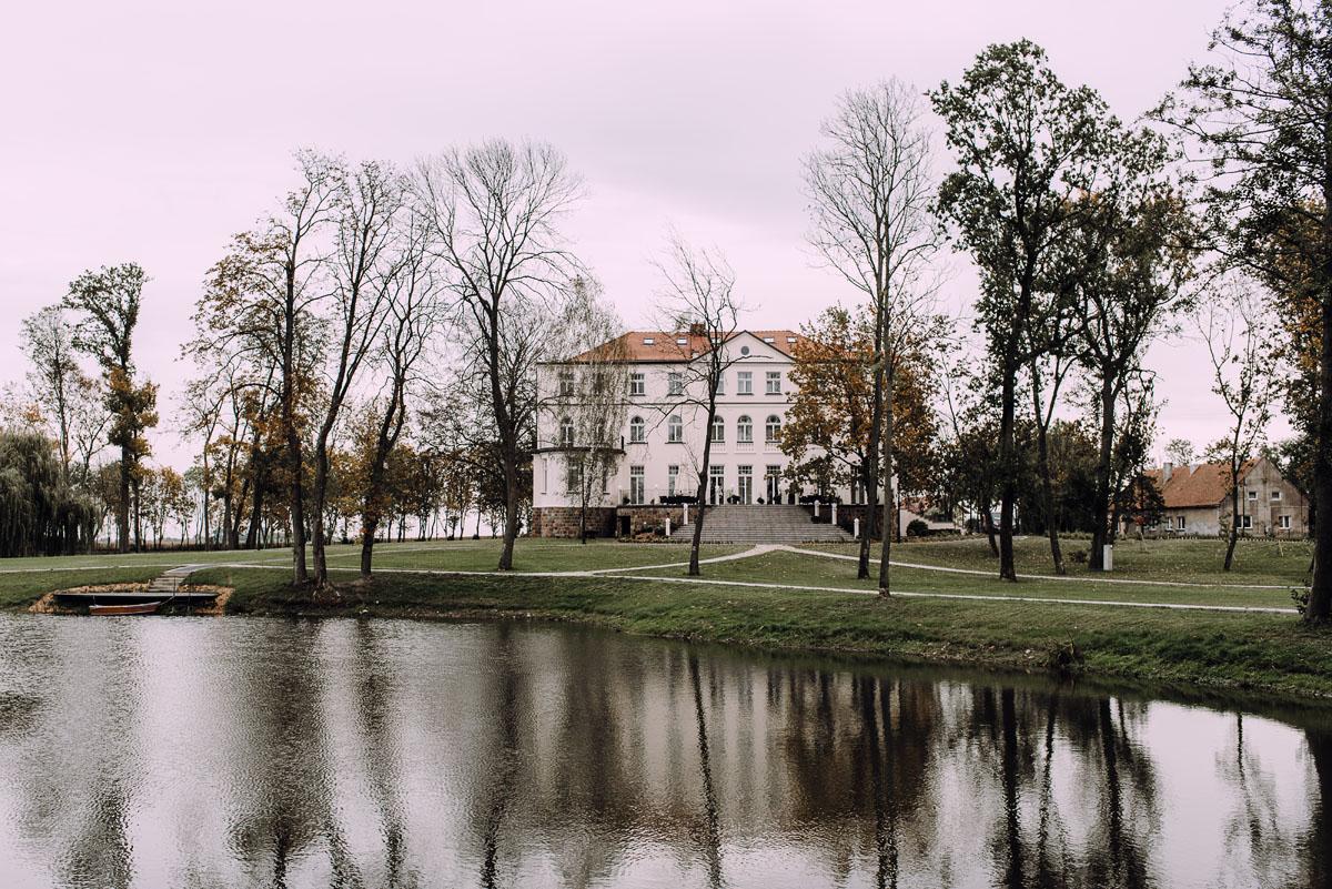 reportaz-slubny-Magda-Tomek-slub-kaplica-Jozefa-Jankowskiego-wesele-Pałac-Suchary-Bydgoszcz-Swietliste-048