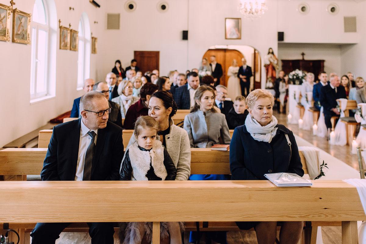reportaz-slubny-Magda-Tomek-slub-kaplica-Jozefa-Jankowskiego-wesele-Pałac-Suchary-Bydgoszcz-Swietliste-060