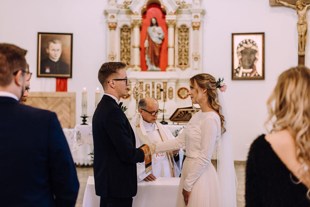 reportaz-slubny-Magda-Tomek-slub-kaplica-Jozefa-Jankowskiego-wesele-Pałac-Suchary-Bydgoszcz-Swietliste-075