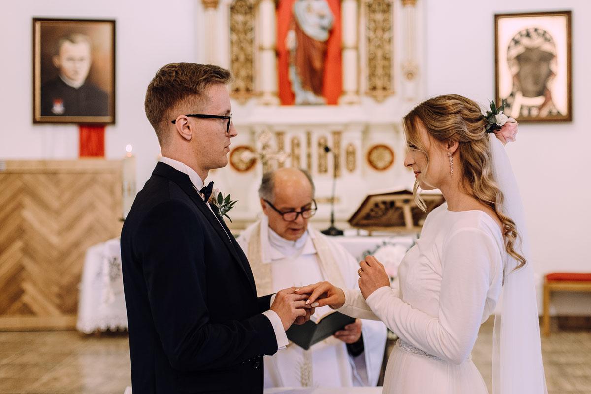 reportaz-slubny-Magda-Tomek-slub-kaplica-Jozefa-Jankowskiego-wesele-Pałac-Suchary-Bydgoszcz-Swietliste-081