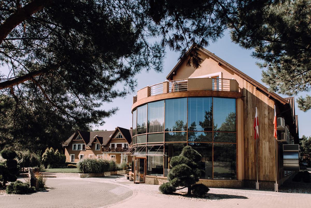 slub-w-plenerze-wesele-na-Mazurach-Hotel-Pory-Roku-Czysteblota-Pokrzydowo-Swietliste-Beata-Radek-004