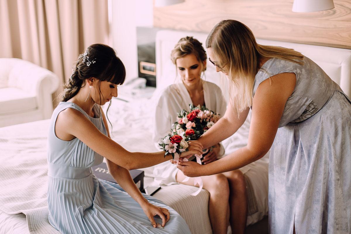 slub-w-plenerze-wesele-na-Mazurach-Hotel-Pory-Roku-Czysteblota-Pokrzydowo-Swietliste-Beata-Radek-021