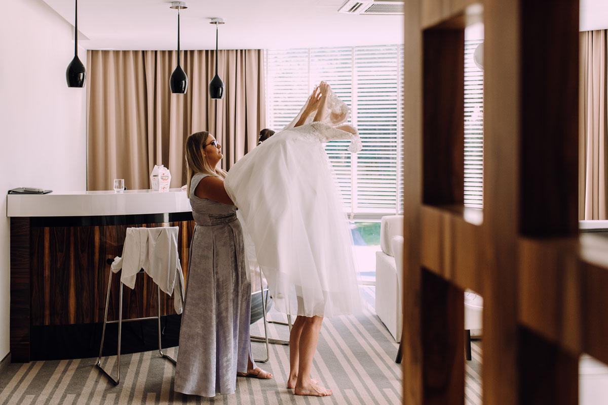 slub-w-plenerze-wesele-na-Mazurach-Hotel-Pory-Roku-Czysteblota-Pokrzydowo-Swietliste-Beata-Radek-024