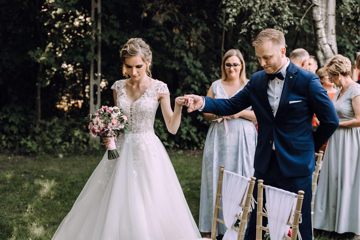 slub-w-plenerze-wesele-na-Mazurach-Hotel-Pory-Roku-Czysteblota-Pokrzydowo-Swietliste-Beata-Radek-068