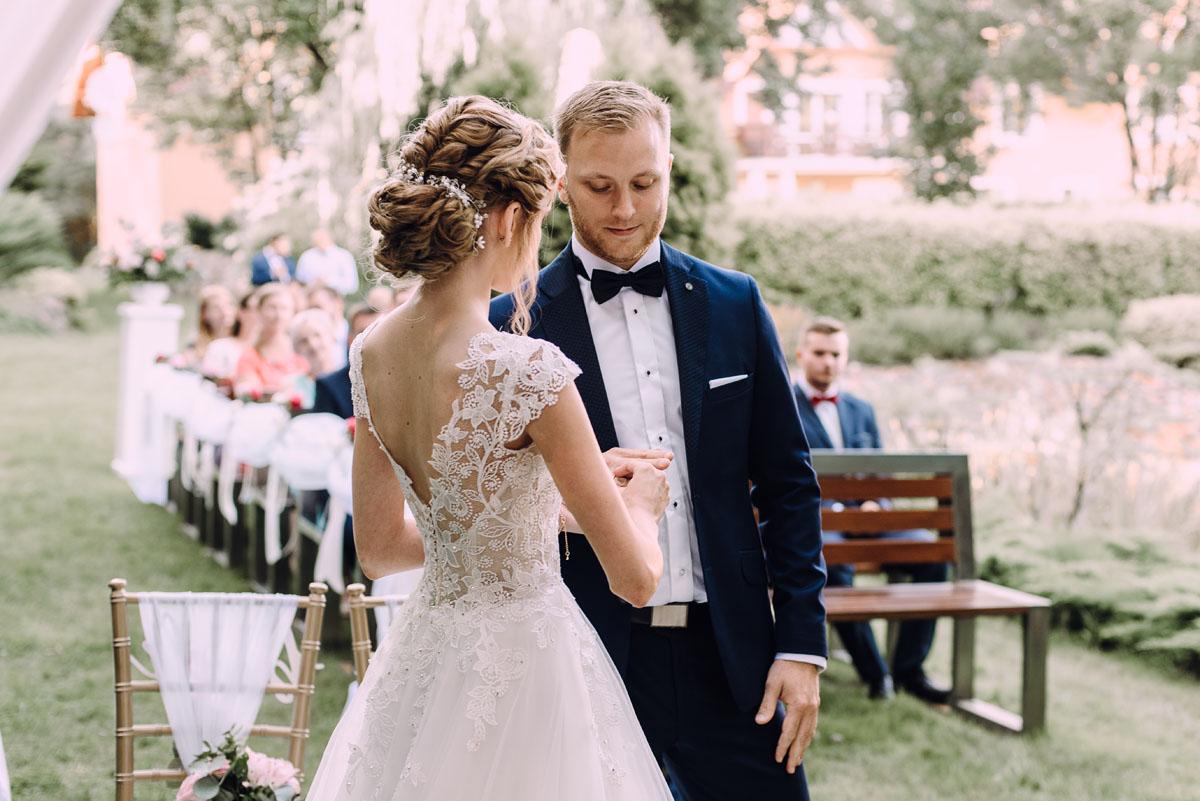 slub-w-plenerze-wesele-na-Mazurach-Hotel-Pory-Roku-Czysteblota-Pokrzydowo-Swietliste-Beata-Radek-089