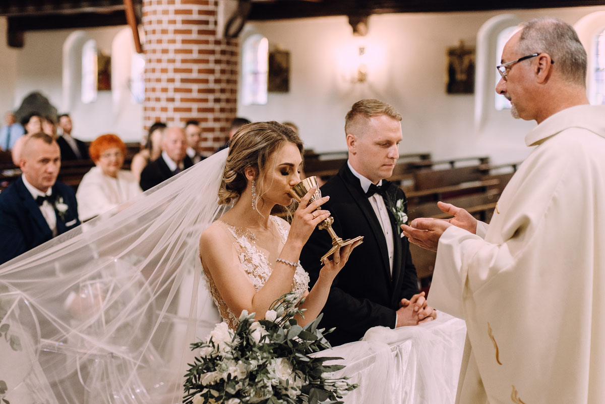 slub-Marika-Milosz-kosciol-Matki-Boskiej-Zwycieskiej-wesele-Mio-Piano-Torun-101