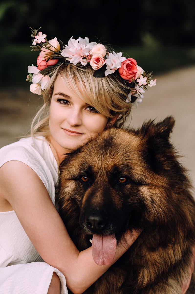 letnia-sesja-narzeczenska-pole-kukurydzy-pies-owczarek-Sandra-Ernest-014