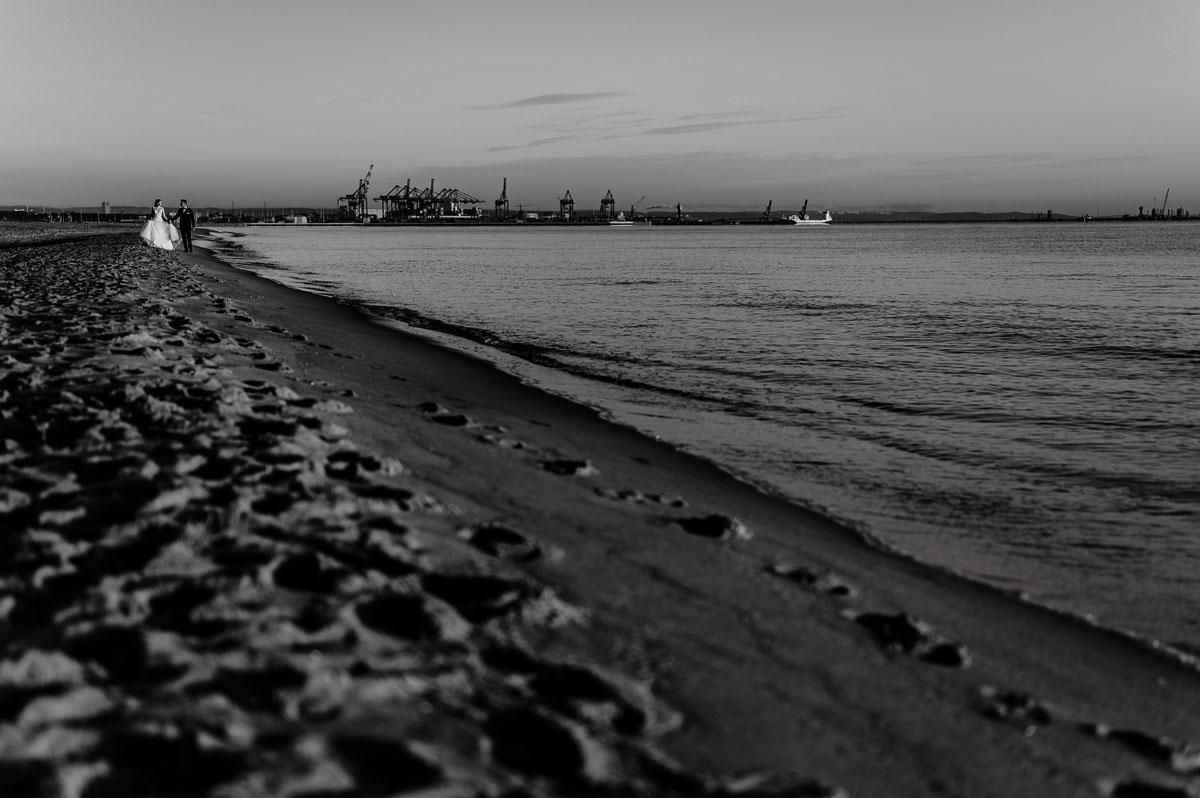 poranna-sesja-slubna-nad-morzem-wschod-slonca-Angelika-Patryk-052