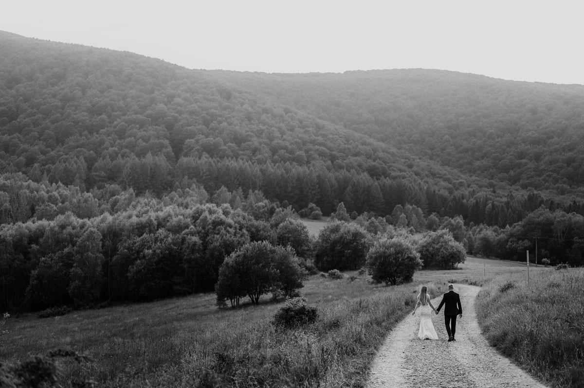 naturalna-sesja-slubna-w-Bieszczadach-Marika-Milosz-006