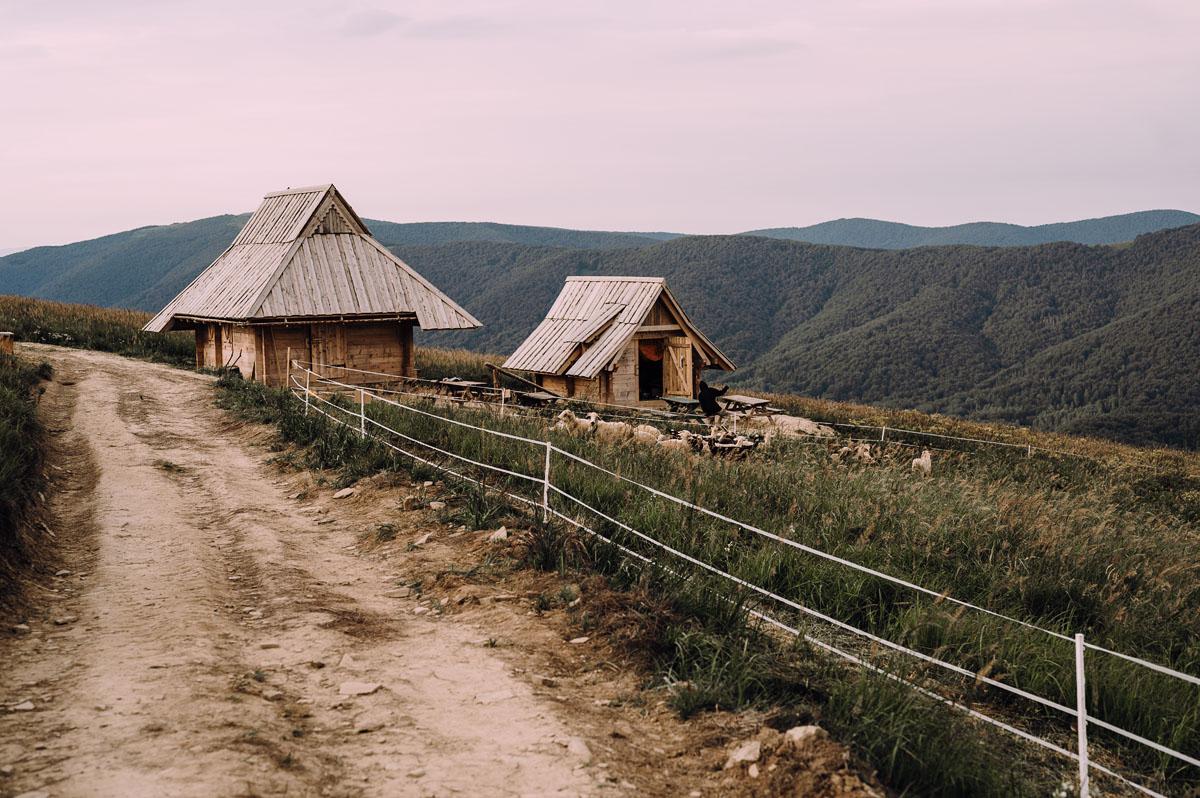 naturalna-sesja-slubna-w-Bieszczadach-Marika-Milosz-026