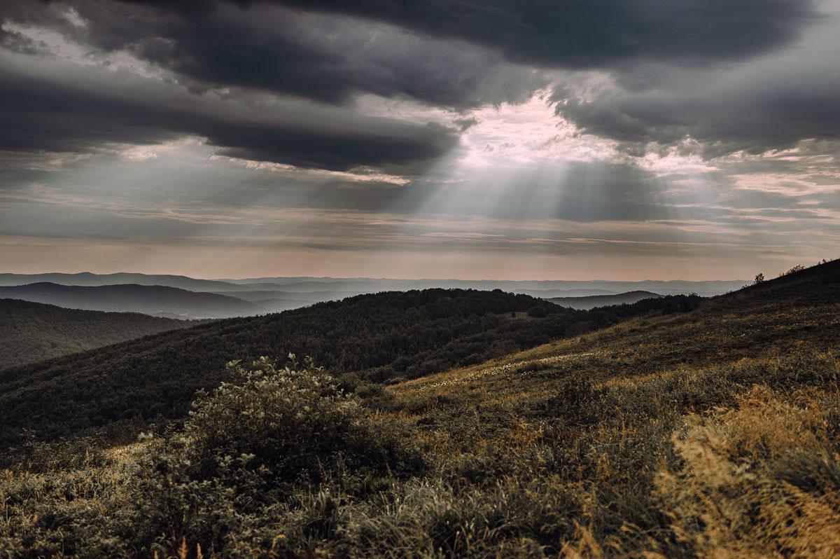 naturalna-sesja-slubna-w-Bieszczadach-Marika-Milosz-045