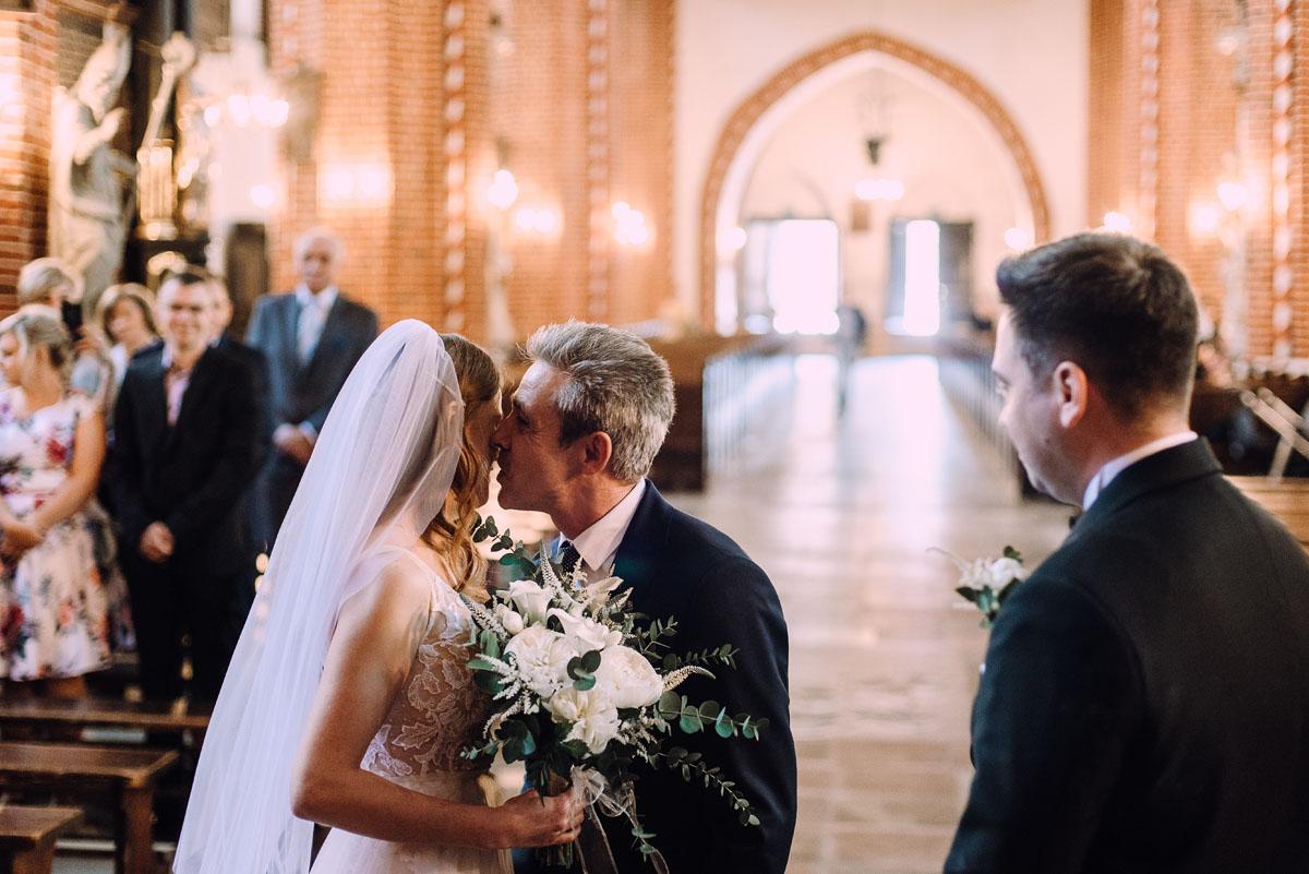 slub-Joanna-Jacek-Bazylika-Konkatedra-Swietej-Trojcy-w-Chelmzy-wesele-Hotel-Imperium-Chelmza-069