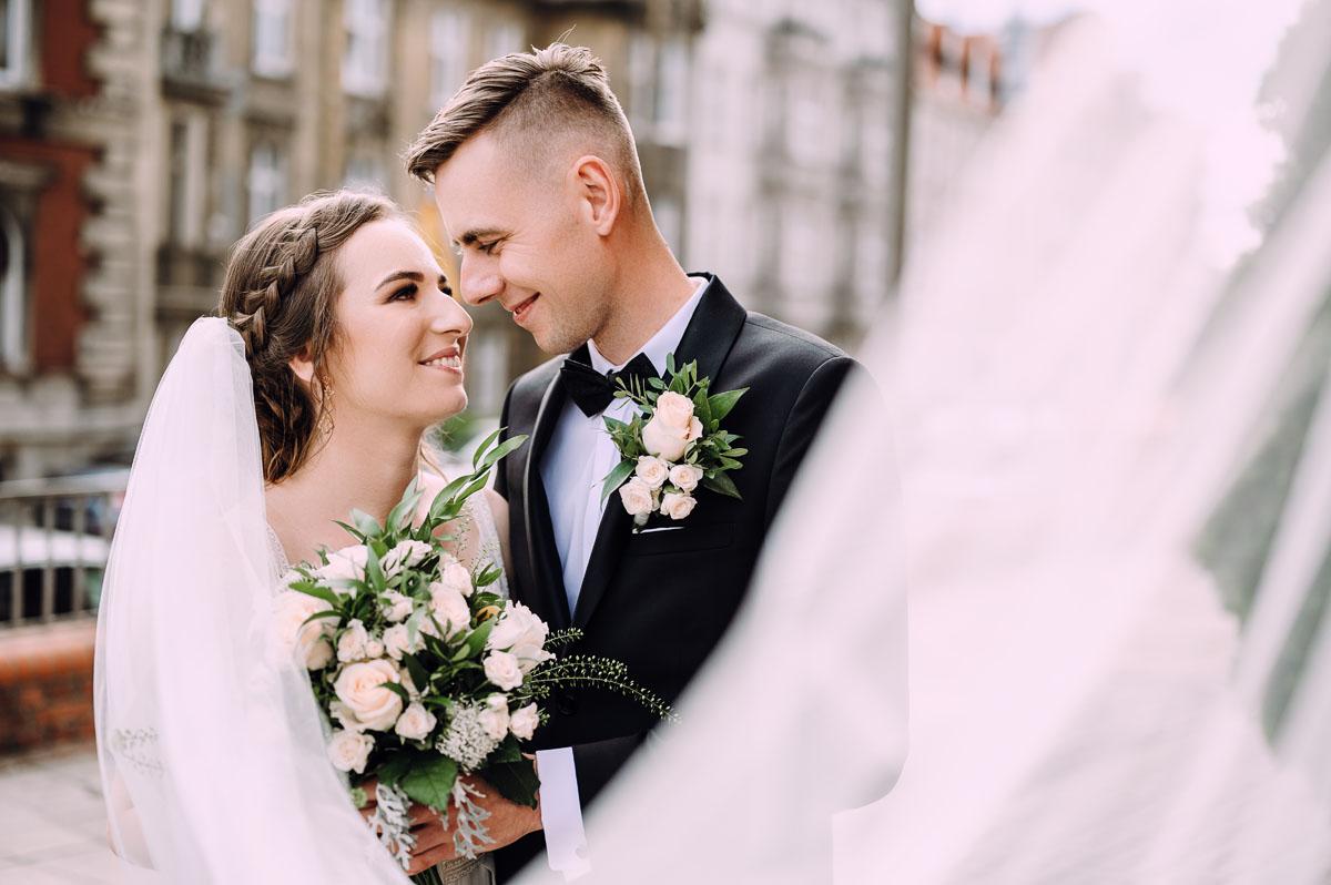 slow-wedding-przygotowania-slubne-apartamenty-sowa-slub-kosciol-sw-Trojcy-Bydgoszcz-wesele-pod-namiotem-garden-party-w-stylu-slow-Dominika-Tom-001
