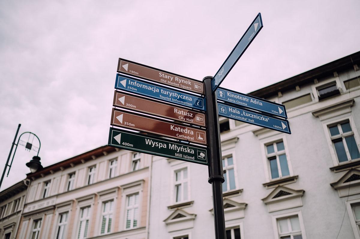 slow-wedding-przygotowania-slubne-apartamenty-sowa-slub-kosciol-sw-Trojcy-Bydgoszcz-wesele-pod-namiotem-garden-party-w-stylu-slow-Dominika-Tom-002