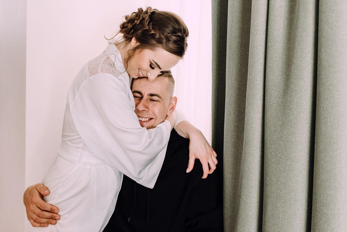slow-wedding-przygotowania-slubne-apartamenty-sowa-slub-kosciol-sw-Trojcy-Bydgoszcz-wesele-pod-namiotem-garden-party-w-stylu-slow-Dominika-Tom-010