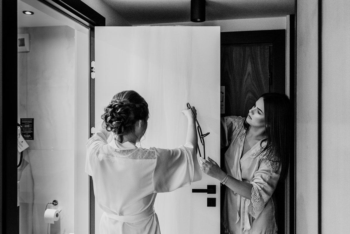 slow-wedding-przygotowania-slubne-apartamenty-sowa-slub-kosciol-sw-Trojcy-Bydgoszcz-wesele-pod-namiotem-garden-party-w-stylu-slow-Dominika-Tom-017