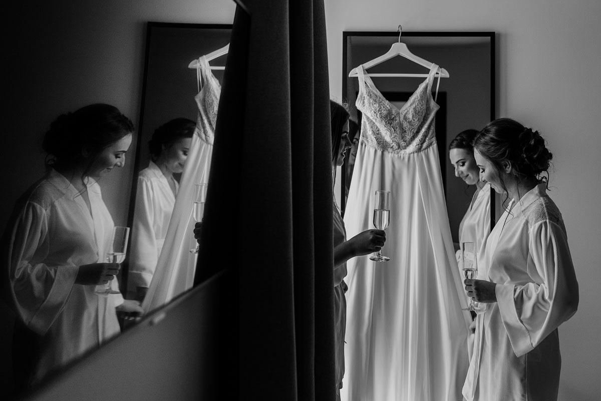 slow-wedding-przygotowania-slubne-apartamenty-sowa-slub-kosciol-sw-Trojcy-Bydgoszcz-wesele-pod-namiotem-garden-party-w-stylu-slow-Dominika-Tom-018