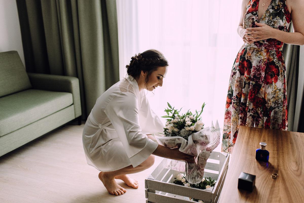 slow-wedding-przygotowania-slubne-apartamenty-sowa-slub-kosciol-sw-Trojcy-Bydgoszcz-wesele-pod-namiotem-garden-party-w-stylu-slow-Dominika-Tom-026