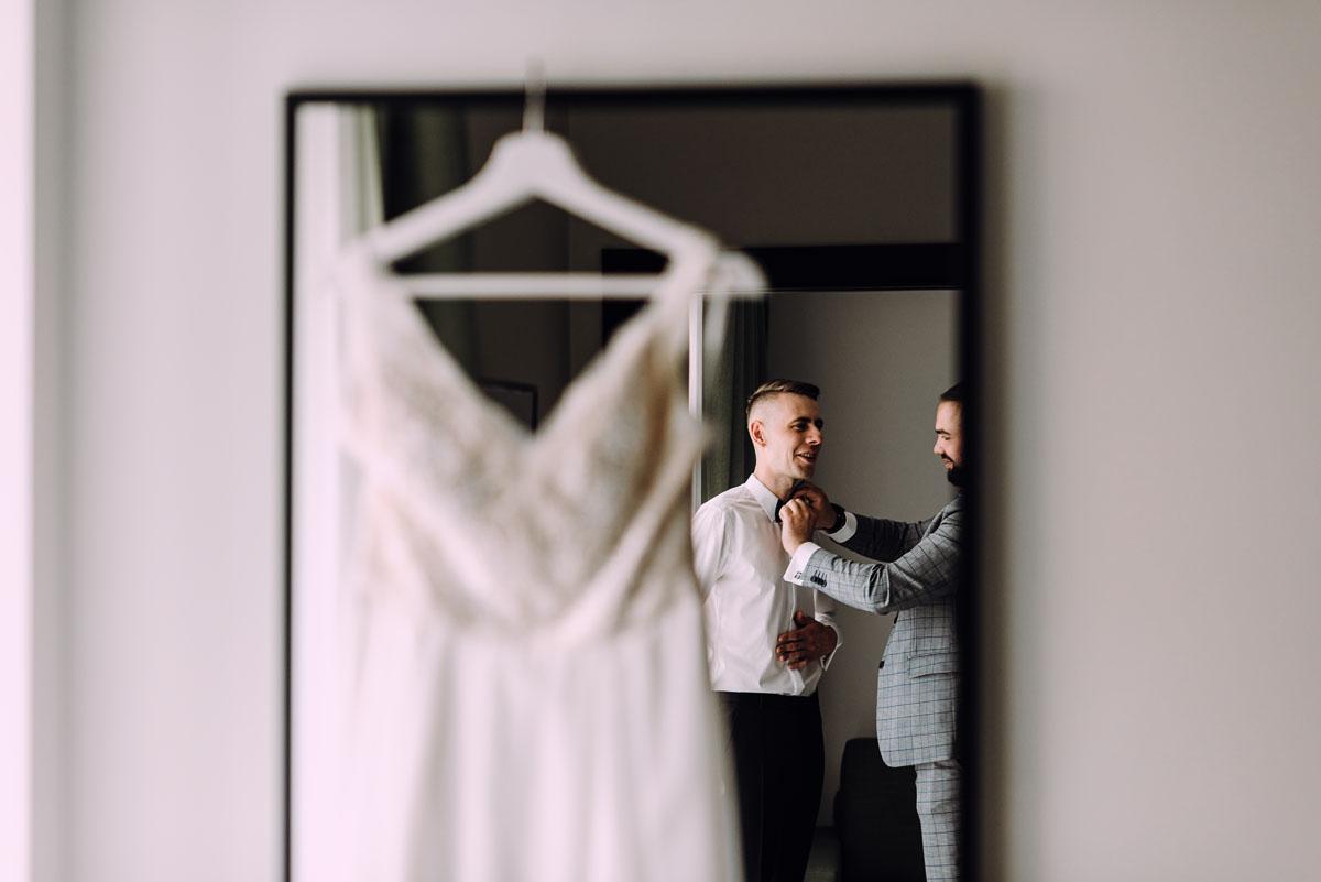 slow-wedding-przygotowania-slubne-apartamenty-sowa-slub-kosciol-sw-Trojcy-Bydgoszcz-wesele-pod-namiotem-garden-party-w-stylu-slow-Dominika-Tom-033