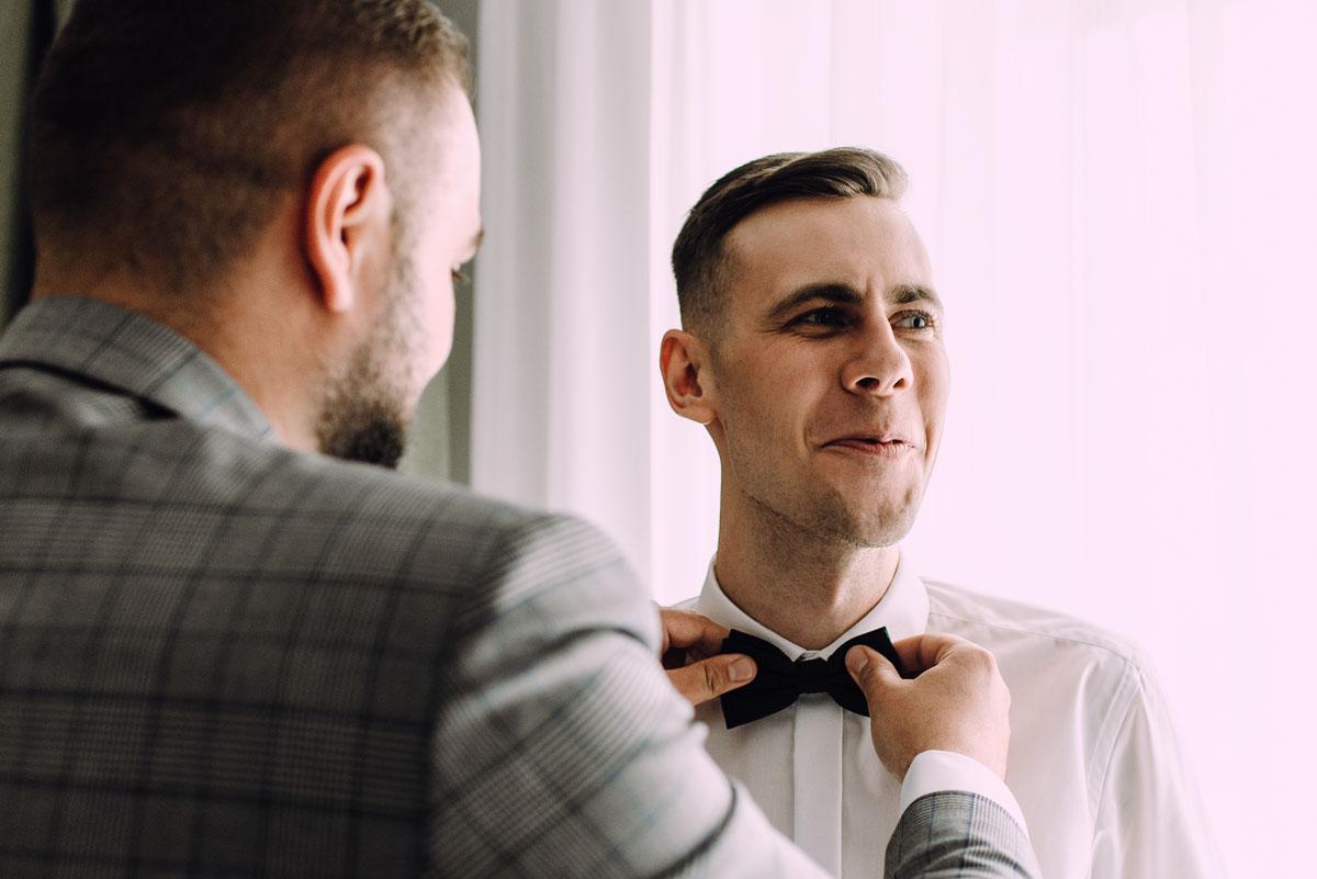 slow-wedding-przygotowania-slubne-apartamenty-sowa-slub-kosciol-sw-Trojcy-Bydgoszcz-wesele-pod-namiotem-garden-party-w-stylu-slow-Dominika-Tom-034