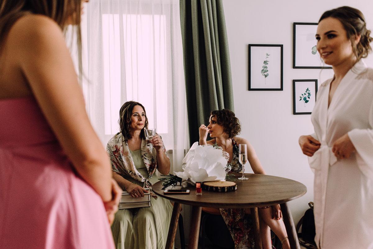 slow-wedding-przygotowania-slubne-apartamenty-sowa-slub-kosciol-sw-Trojcy-Bydgoszcz-wesele-pod-namiotem-garden-party-w-stylu-slow-Dominika-Tom-035