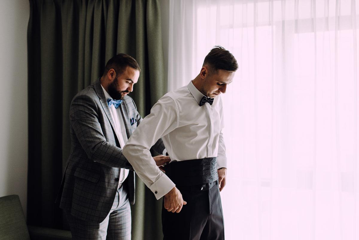 slow-wedding-przygotowania-slubne-apartamenty-sowa-slub-kosciol-sw-Trojcy-Bydgoszcz-wesele-pod-namiotem-garden-party-w-stylu-slow-Dominika-Tom-036