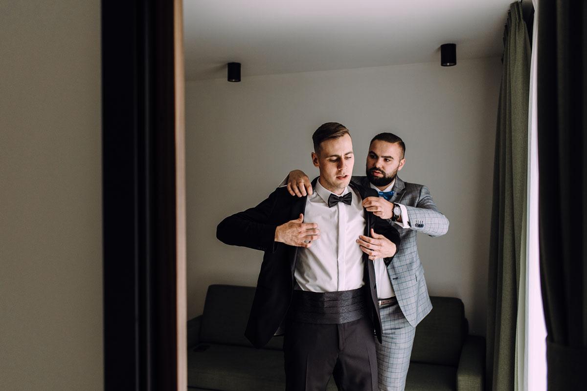 slow-wedding-przygotowania-slubne-apartamenty-sowa-slub-kosciol-sw-Trojcy-Bydgoszcz-wesele-pod-namiotem-garden-party-w-stylu-slow-Dominika-Tom-037