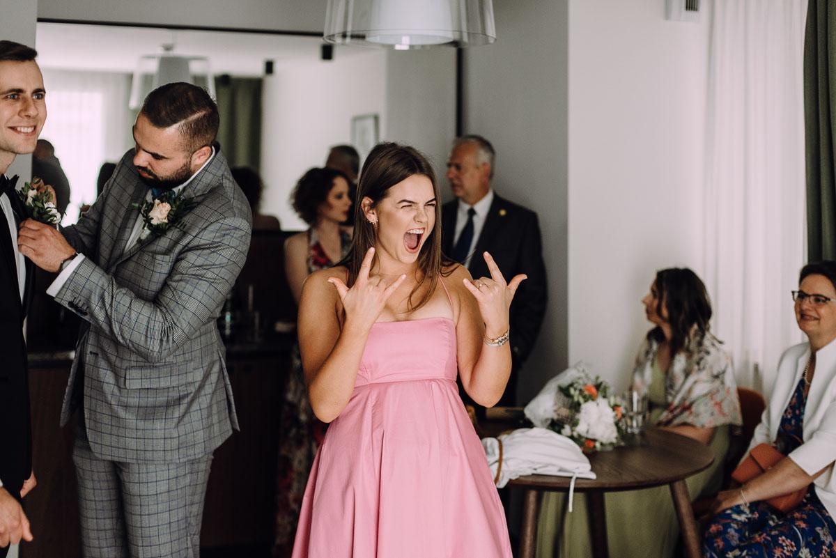 slow-wedding-przygotowania-slubne-apartamenty-sowa-slub-kosciol-sw-Trojcy-Bydgoszcz-wesele-pod-namiotem-garden-party-w-stylu-slow-Dominika-Tom-039