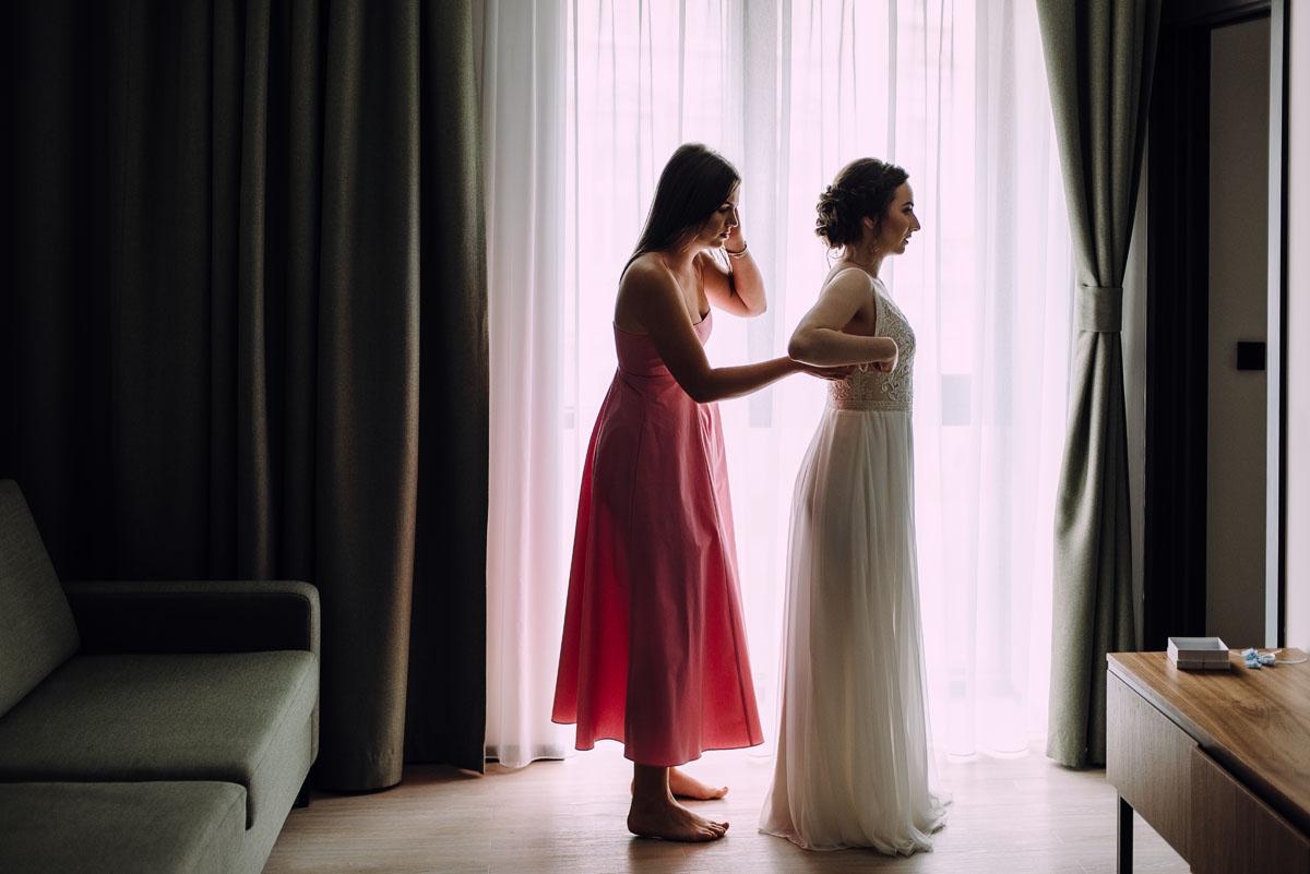 slow-wedding-przygotowania-slubne-apartamenty-sowa-slub-kosciol-sw-Trojcy-Bydgoszcz-wesele-pod-namiotem-garden-party-w-stylu-slow-Dominika-Tom-045
