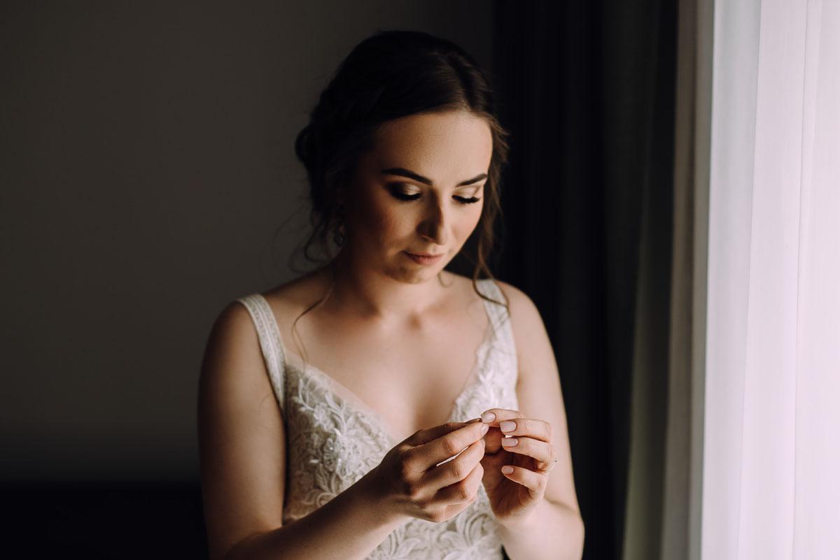 slow-wedding-przygotowania-slubne-apartamenty-sowa-slub-kosciol-sw-Trojcy-Bydgoszcz-wesele-pod-namiotem-garden-party-w-stylu-slow-Dominika-Tom-047