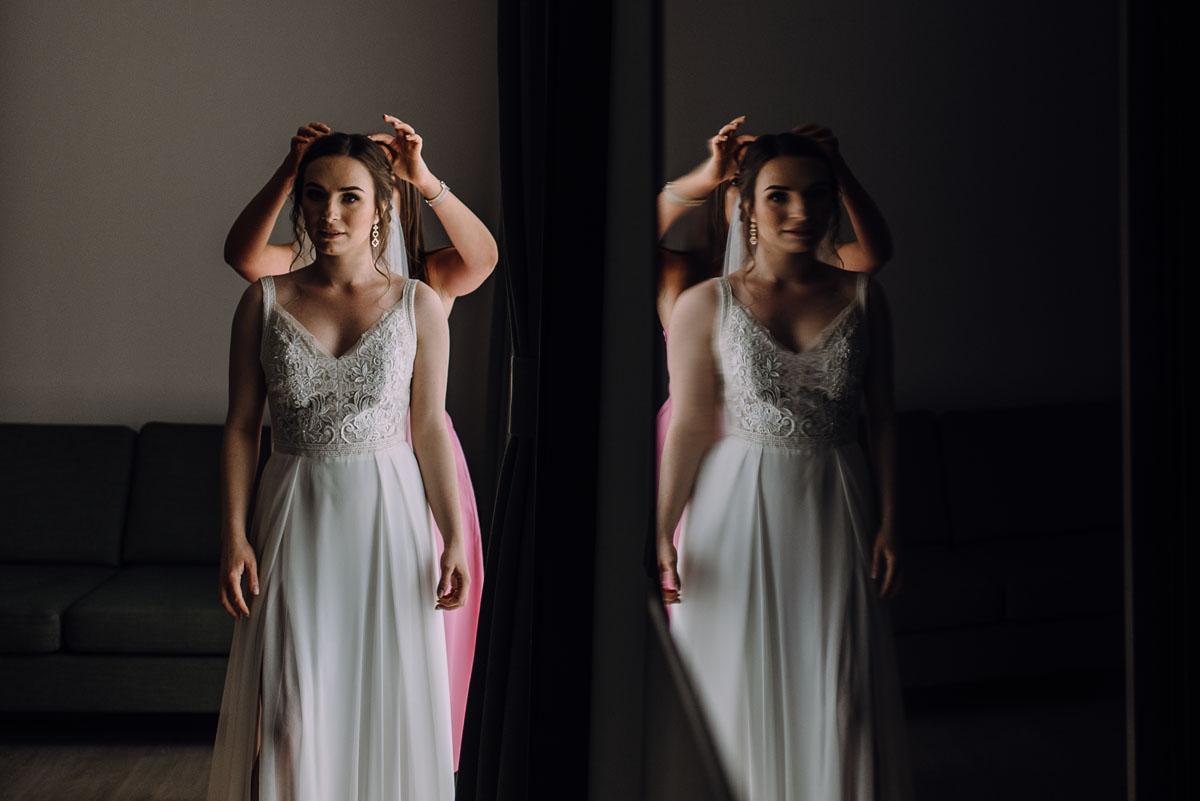 slow-wedding-przygotowania-slubne-apartamenty-sowa-slub-kosciol-sw-Trojcy-Bydgoszcz-wesele-pod-namiotem-garden-party-w-stylu-slow-Dominika-Tom-048
