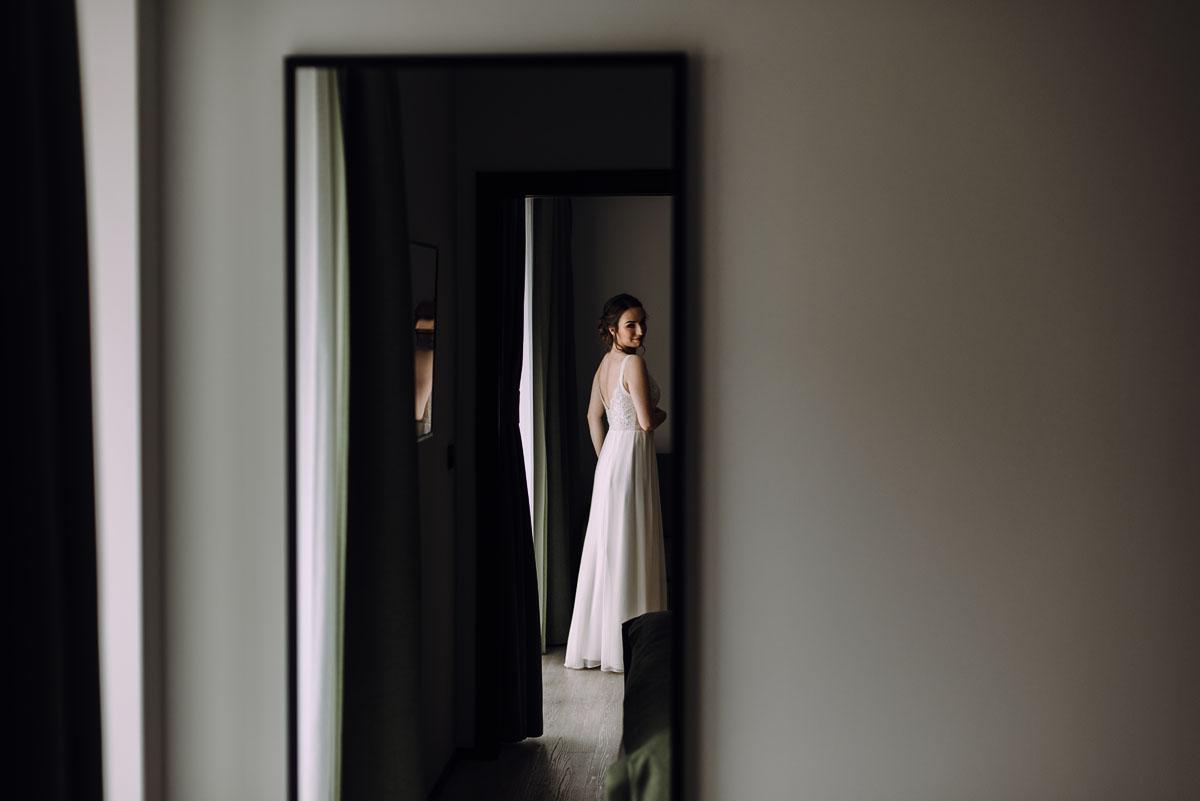 slow-wedding-przygotowania-slubne-apartamenty-sowa-slub-kosciol-sw-Trojcy-Bydgoszcz-wesele-pod-namiotem-garden-party-w-stylu-slow-Dominika-Tom-050
