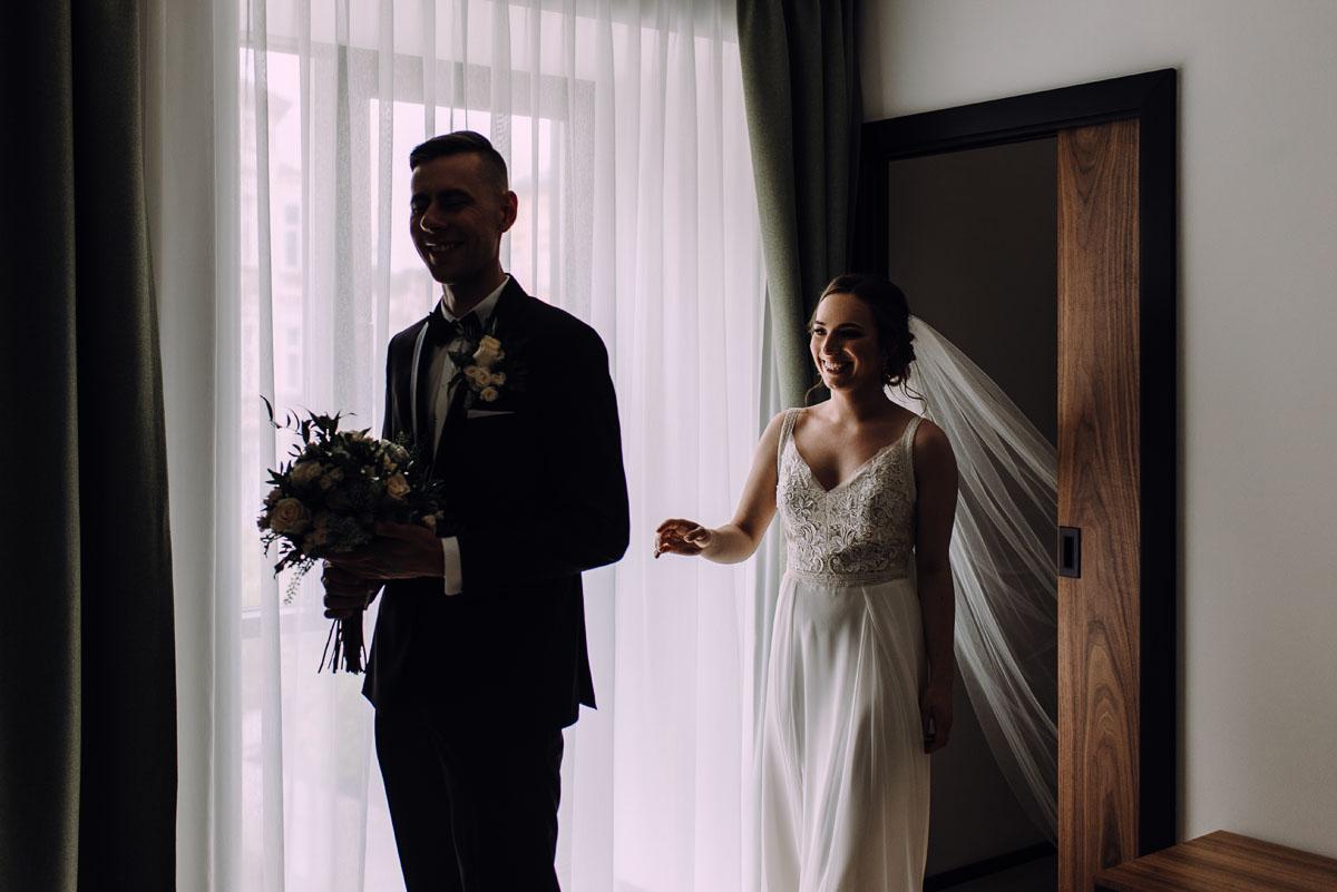 slow-wedding-przygotowania-slubne-apartamenty-sowa-slub-kosciol-sw-Trojcy-Bydgoszcz-wesele-pod-namiotem-garden-party-w-stylu-slow-Dominika-Tom-051