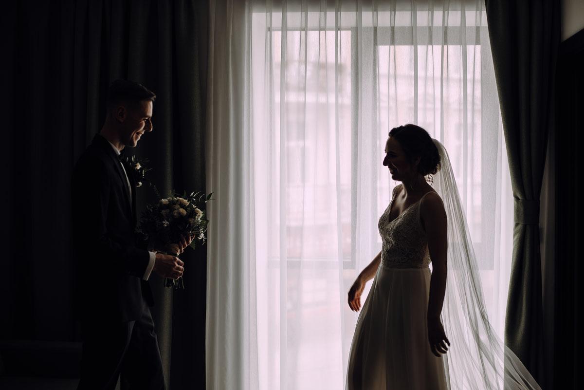 slow-wedding-przygotowania-slubne-apartamenty-sowa-slub-kosciol-sw-Trojcy-Bydgoszcz-wesele-pod-namiotem-garden-party-w-stylu-slow-Dominika-Tom-052
