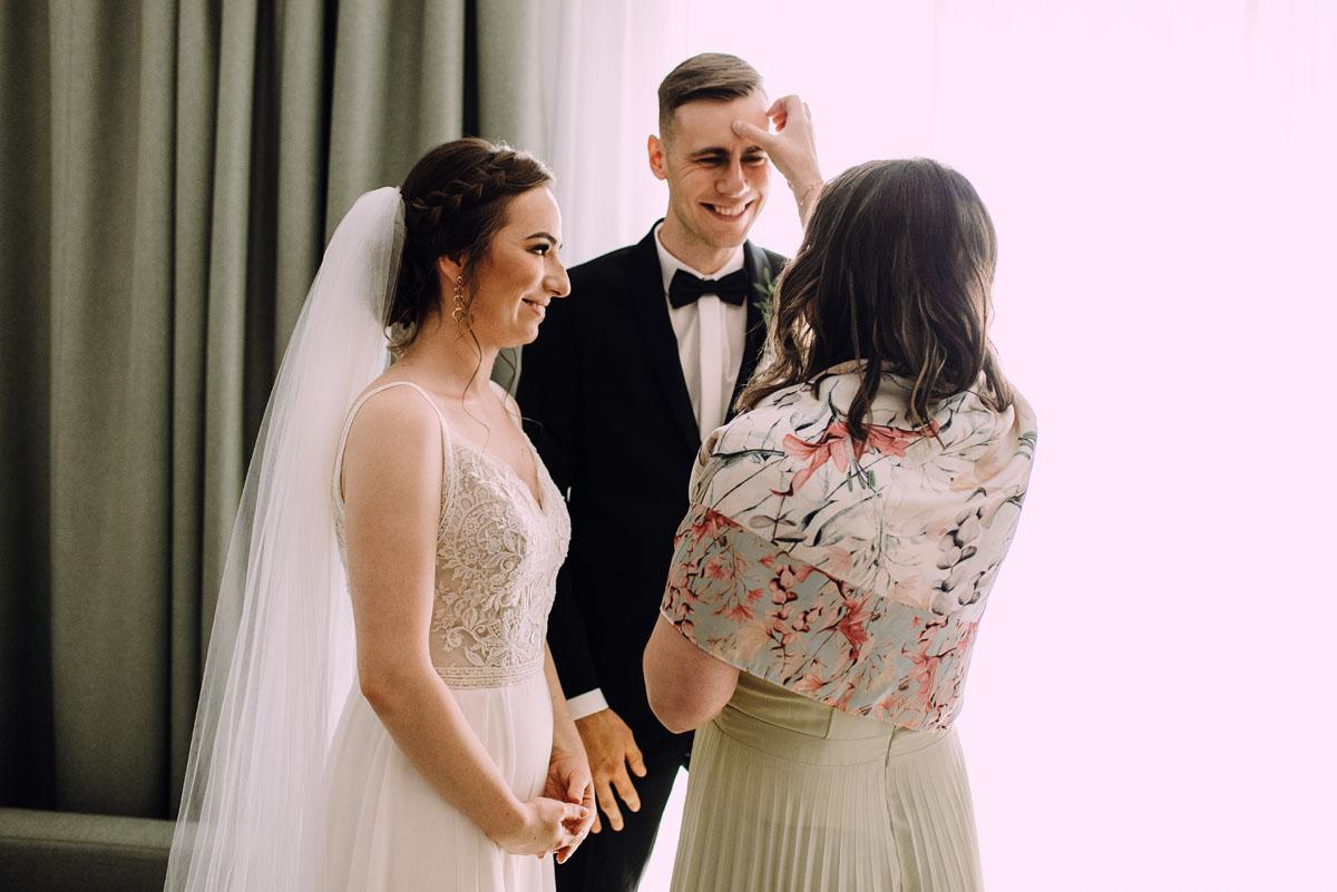 slow-wedding-przygotowania-slubne-apartamenty-sowa-slub-kosciol-sw-Trojcy-Bydgoszcz-wesele-pod-namiotem-garden-party-w-stylu-slow-Dominika-Tom-056