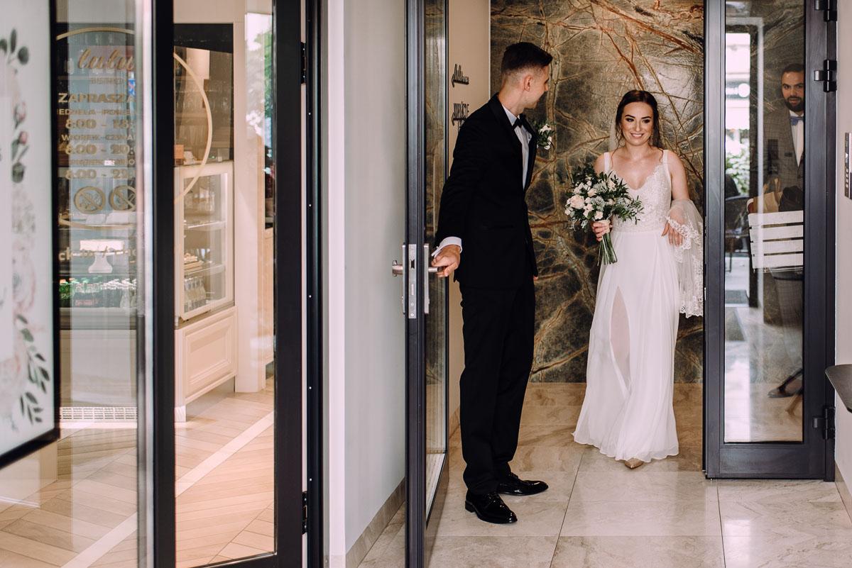 slow-wedding-przygotowania-slubne-apartamenty-sowa-slub-kosciol-sw-Trojcy-Bydgoszcz-wesele-pod-namiotem-garden-party-w-stylu-slow-Dominika-Tom-059