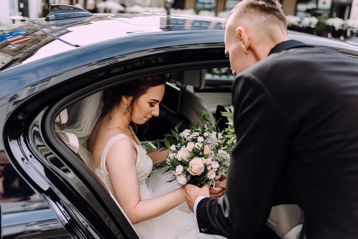 slow-wedding-przygotowania-slubne-apartamenty-sowa-slub-kosciol-sw-Trojcy-Bydgoszcz-wesele-pod-namiotem-garden-party-w-stylu-slow-Dominika-Tom-061