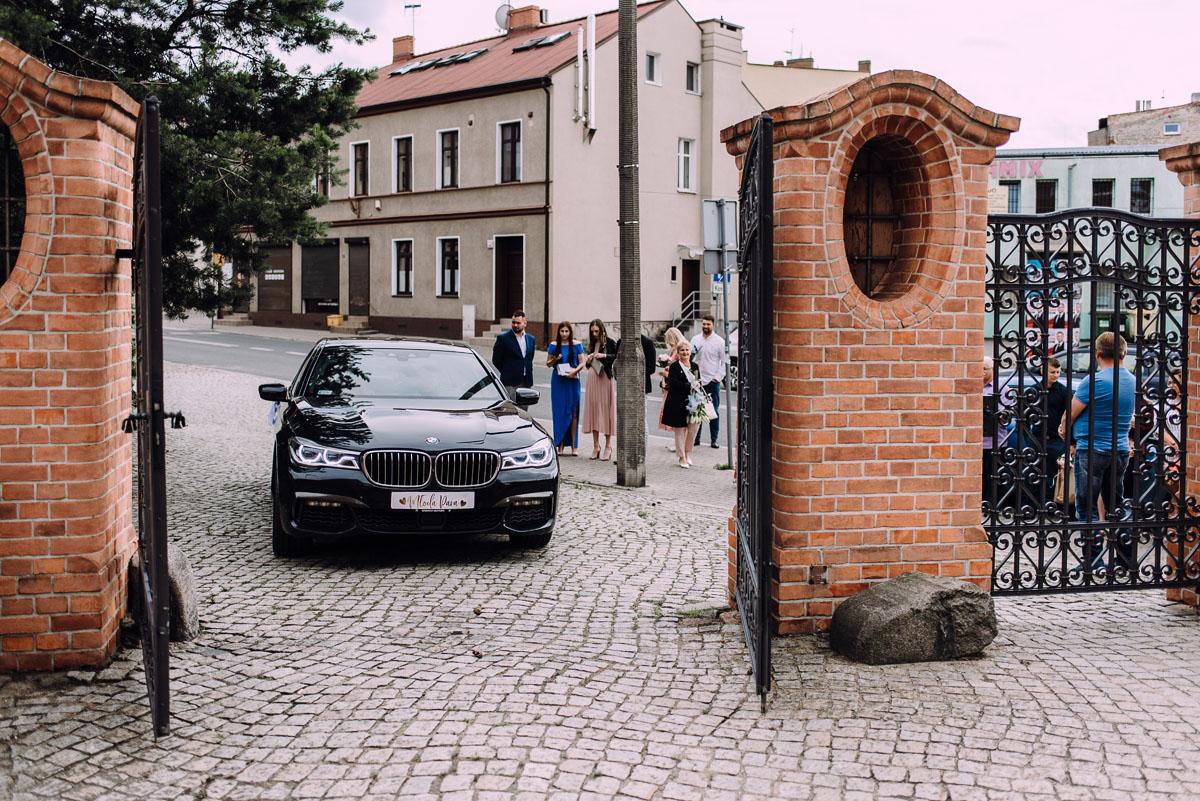 slow-wedding-przygotowania-slubne-apartamenty-sowa-slub-kosciol-sw-Trojcy-Bydgoszcz-wesele-pod-namiotem-garden-party-w-stylu-slow-Dominika-Tom-063
