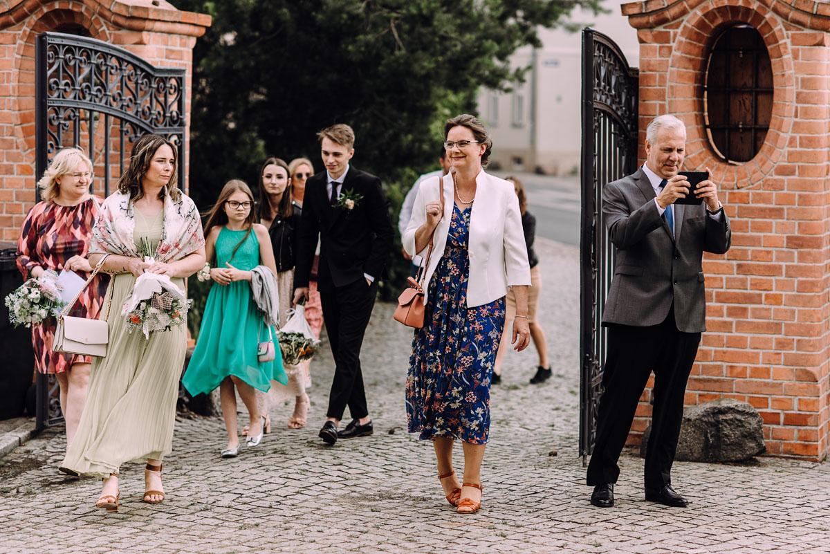 slow-wedding-przygotowania-slubne-apartamenty-sowa-slub-kosciol-sw-Trojcy-Bydgoszcz-wesele-pod-namiotem-garden-party-w-stylu-slow-Dominika-Tom-064