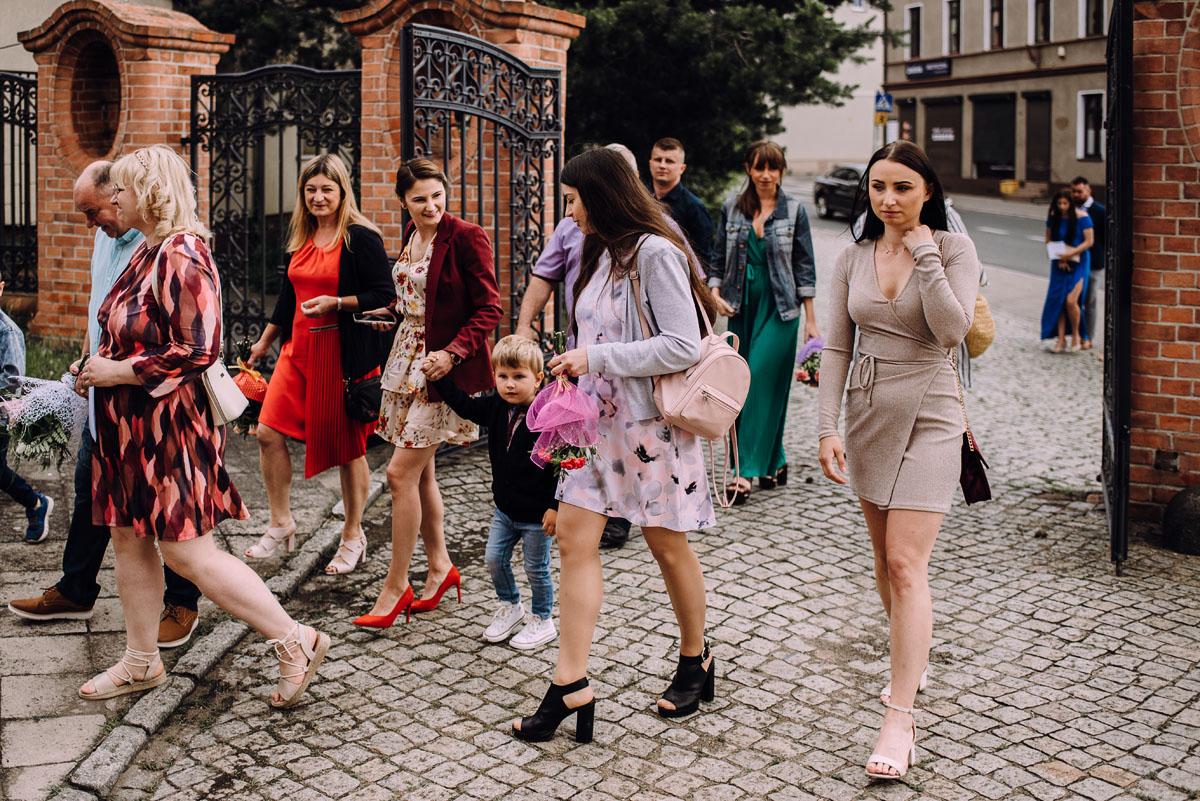 slow-wedding-przygotowania-slubne-apartamenty-sowa-slub-kosciol-sw-Trojcy-Bydgoszcz-wesele-pod-namiotem-garden-party-w-stylu-slow-Dominika-Tom-065