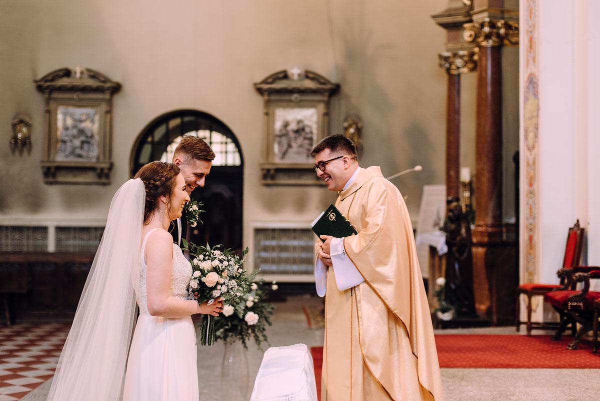 slow-wedding-przygotowania-slubne-apartamenty-sowa-slub-kosciol-sw-Trojcy-Bydgoszcz-wesele-pod-namiotem-garden-party-w-stylu-slow-Dominika-Tom-076