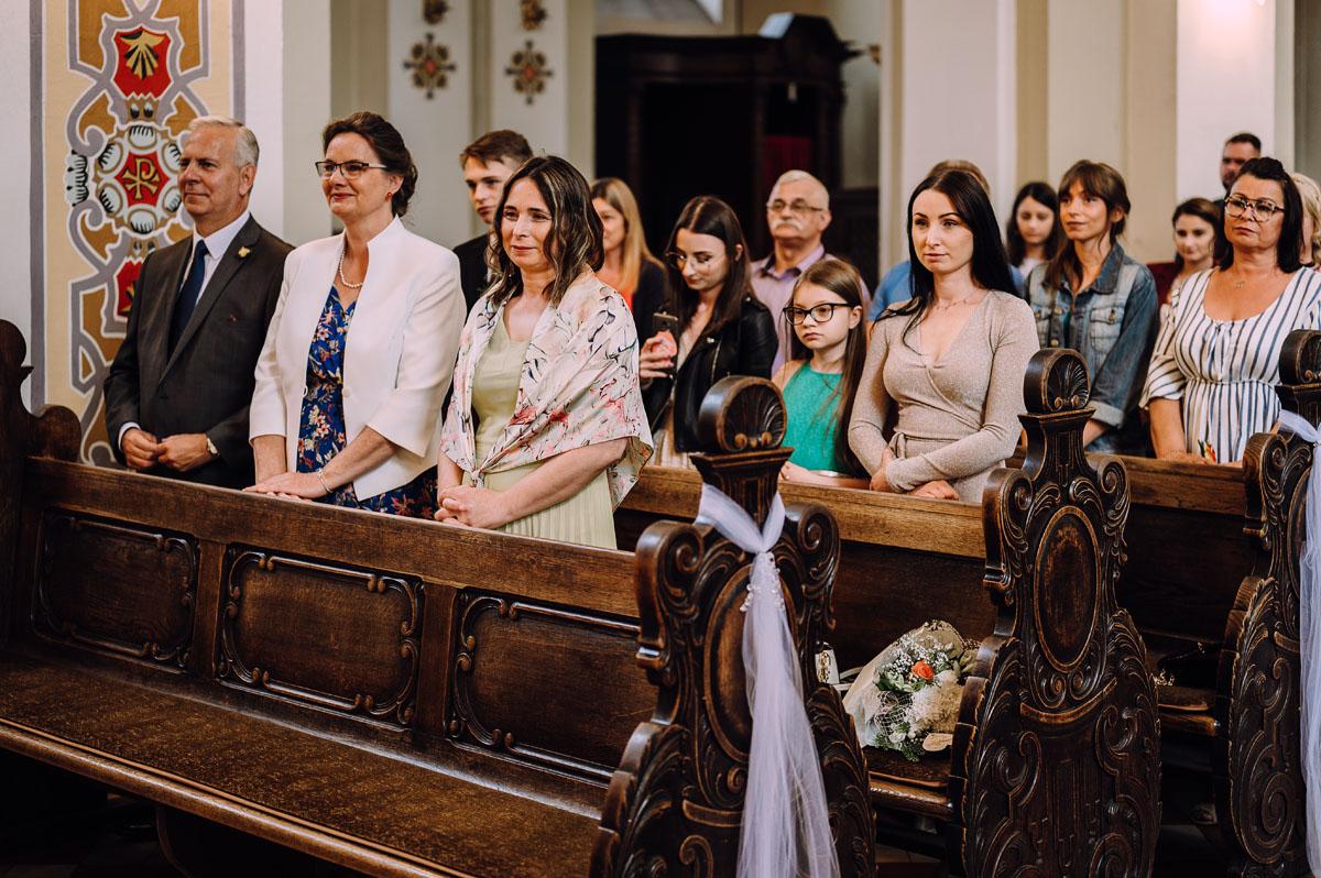 slow-wedding-przygotowania-slubne-apartamenty-sowa-slub-kosciol-sw-Trojcy-Bydgoszcz-wesele-pod-namiotem-garden-party-w-stylu-slow-Dominika-Tom-077