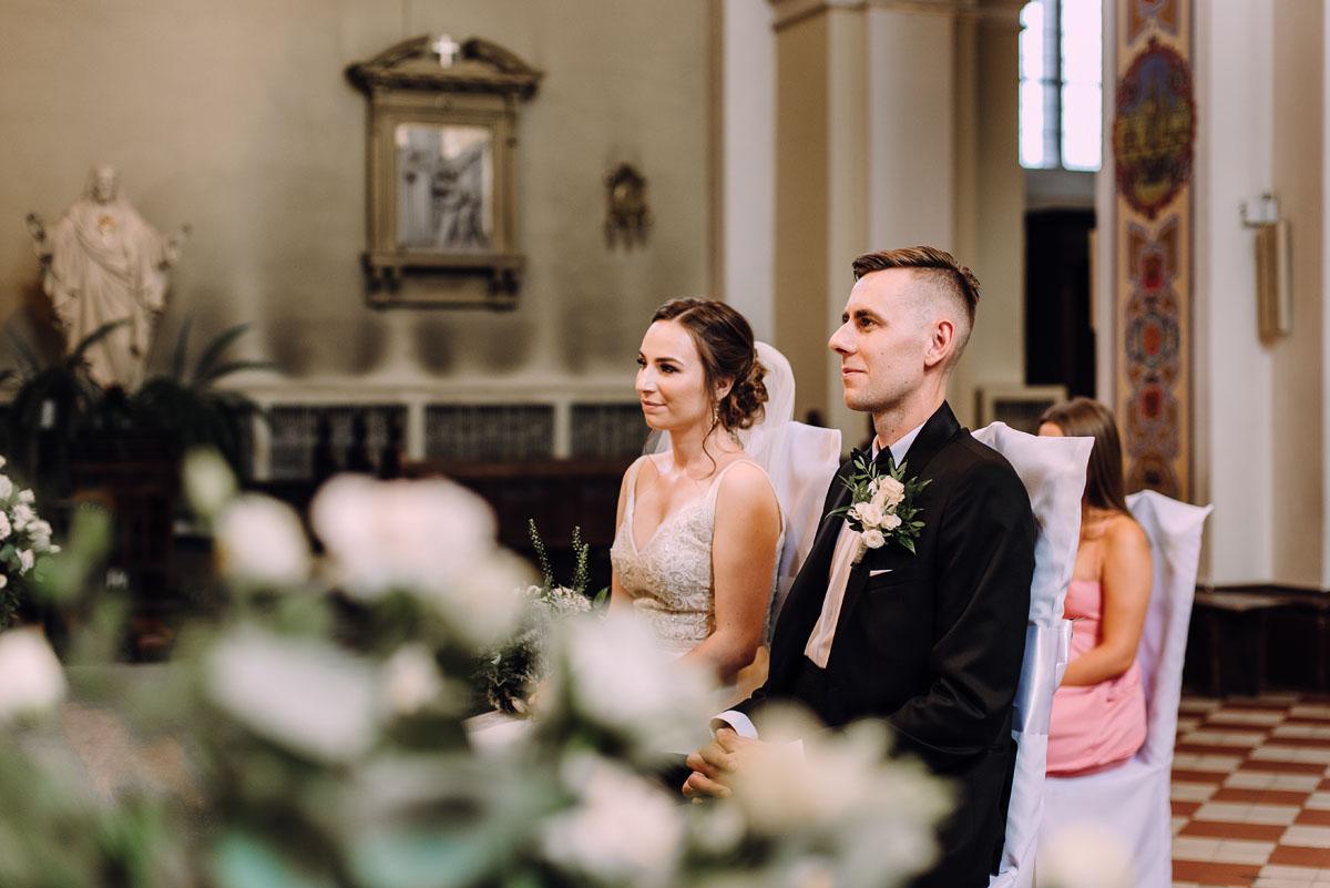 slow-wedding-przygotowania-slubne-apartamenty-sowa-slub-kosciol-sw-Trojcy-Bydgoszcz-wesele-pod-namiotem-garden-party-w-stylu-slow-Dominika-Tom-082