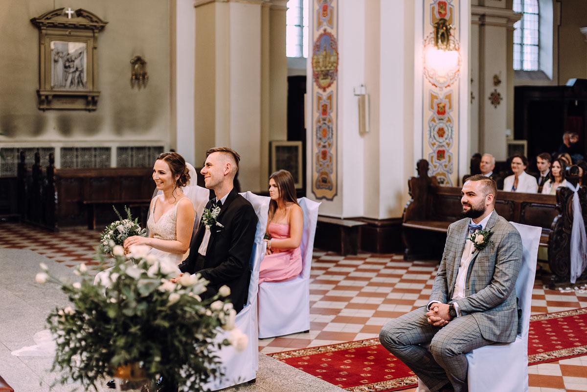 slow-wedding-przygotowania-slubne-apartamenty-sowa-slub-kosciol-sw-Trojcy-Bydgoszcz-wesele-pod-namiotem-garden-party-w-stylu-slow-Dominika-Tom-084