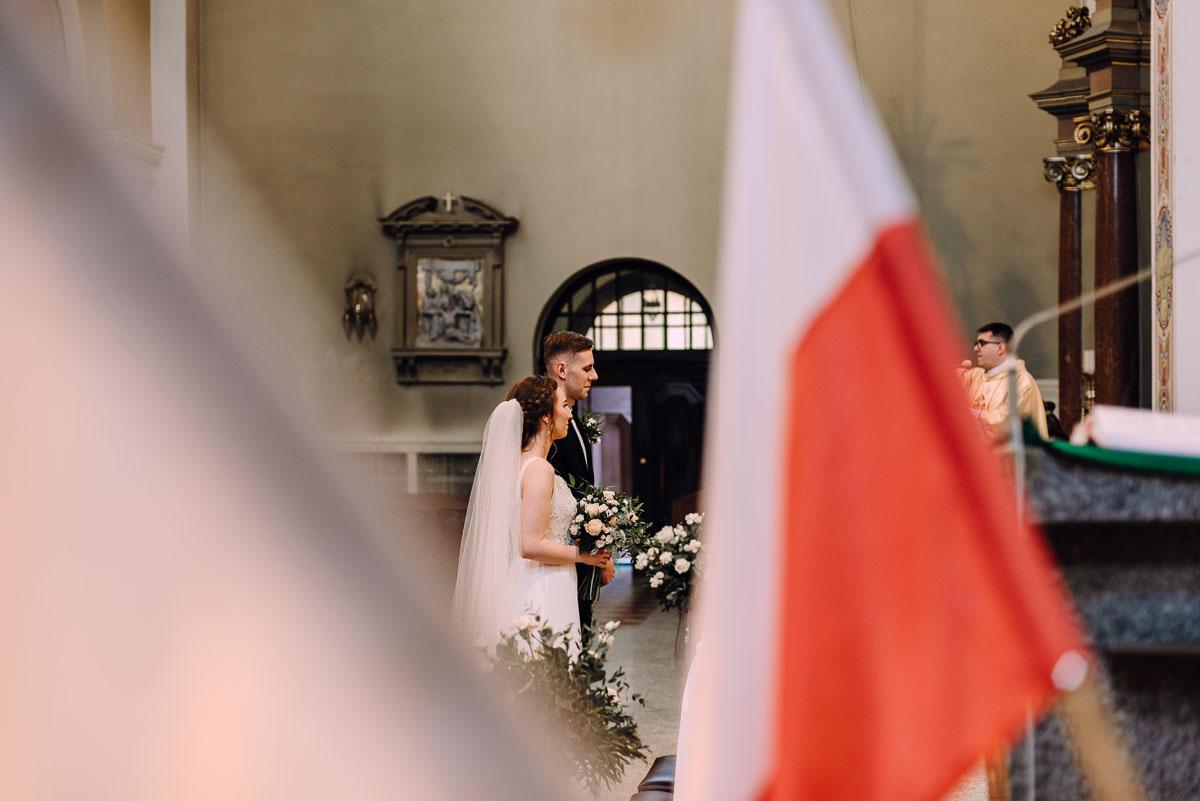 slow-wedding-przygotowania-slubne-apartamenty-sowa-slub-kosciol-sw-Trojcy-Bydgoszcz-wesele-pod-namiotem-garden-party-w-stylu-slow-Dominika-Tom-086