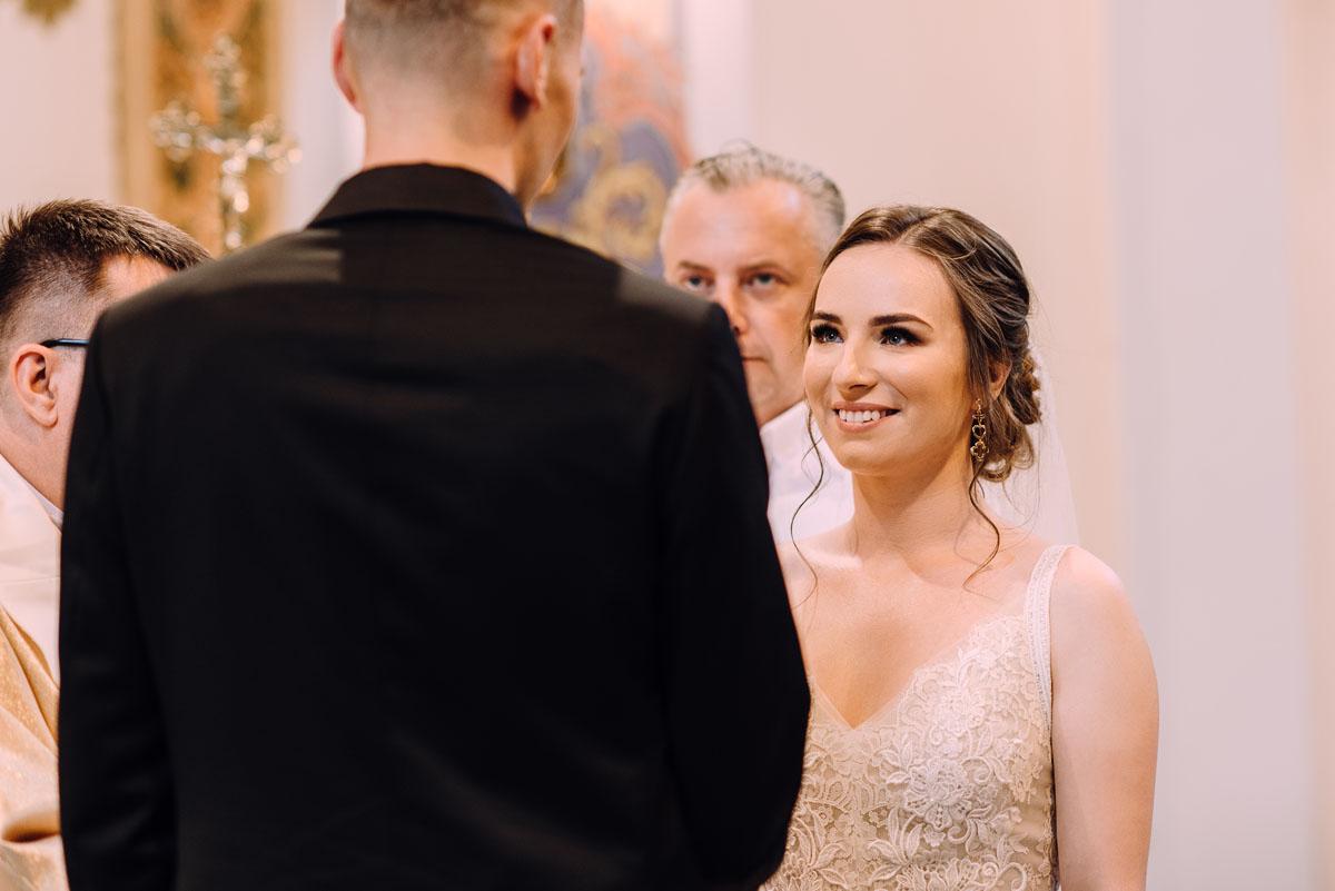 slow-wedding-przygotowania-slubne-apartamenty-sowa-slub-kosciol-sw-Trojcy-Bydgoszcz-wesele-pod-namiotem-garden-party-w-stylu-slow-Dominika-Tom-088