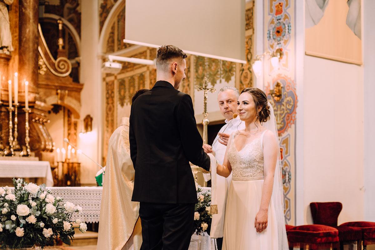 slow-wedding-przygotowania-slubne-apartamenty-sowa-slub-kosciol-sw-Trojcy-Bydgoszcz-wesele-pod-namiotem-garden-party-w-stylu-slow-Dominika-Tom-090