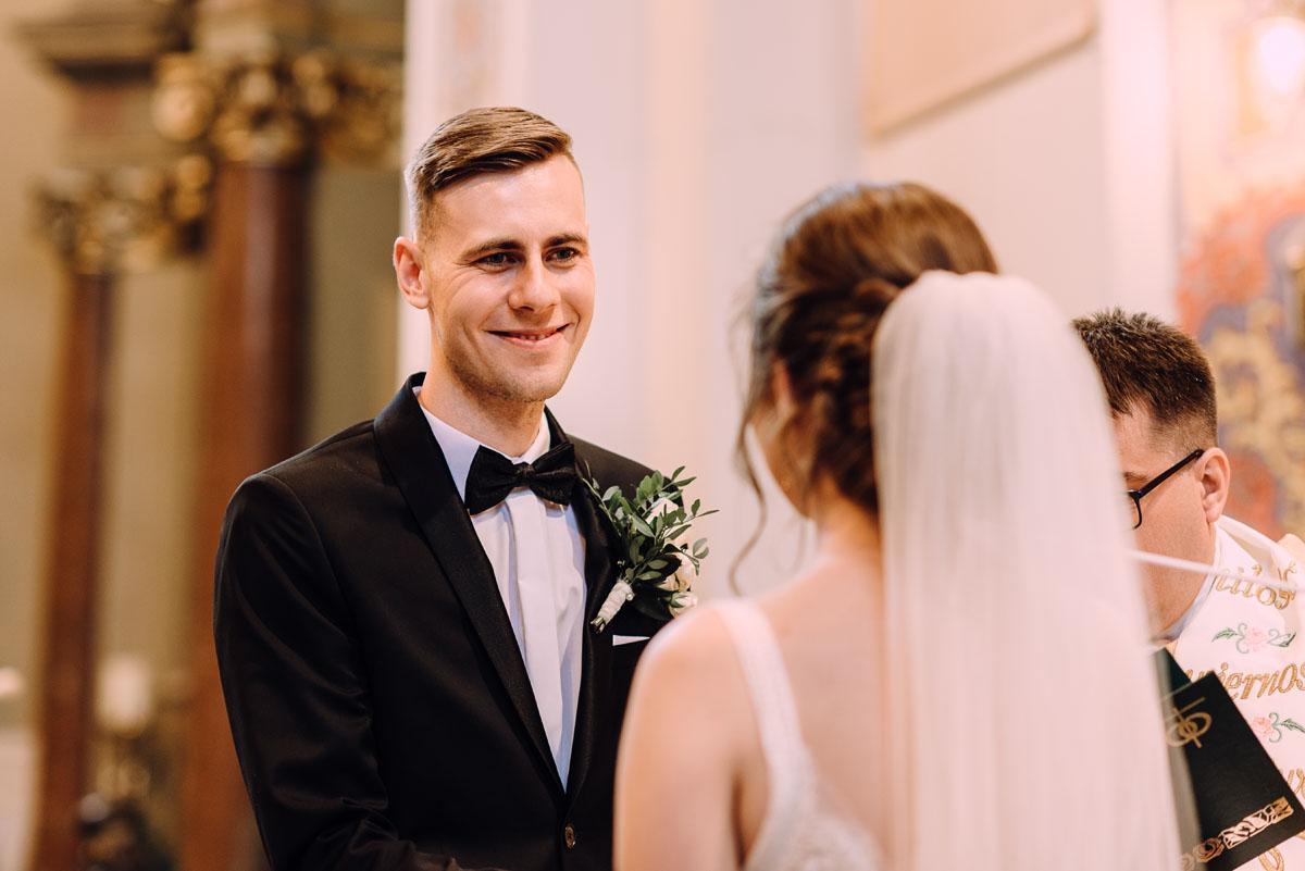 slow-wedding-przygotowania-slubne-apartamenty-sowa-slub-kosciol-sw-Trojcy-Bydgoszcz-wesele-pod-namiotem-garden-party-w-stylu-slow-Dominika-Tom-091