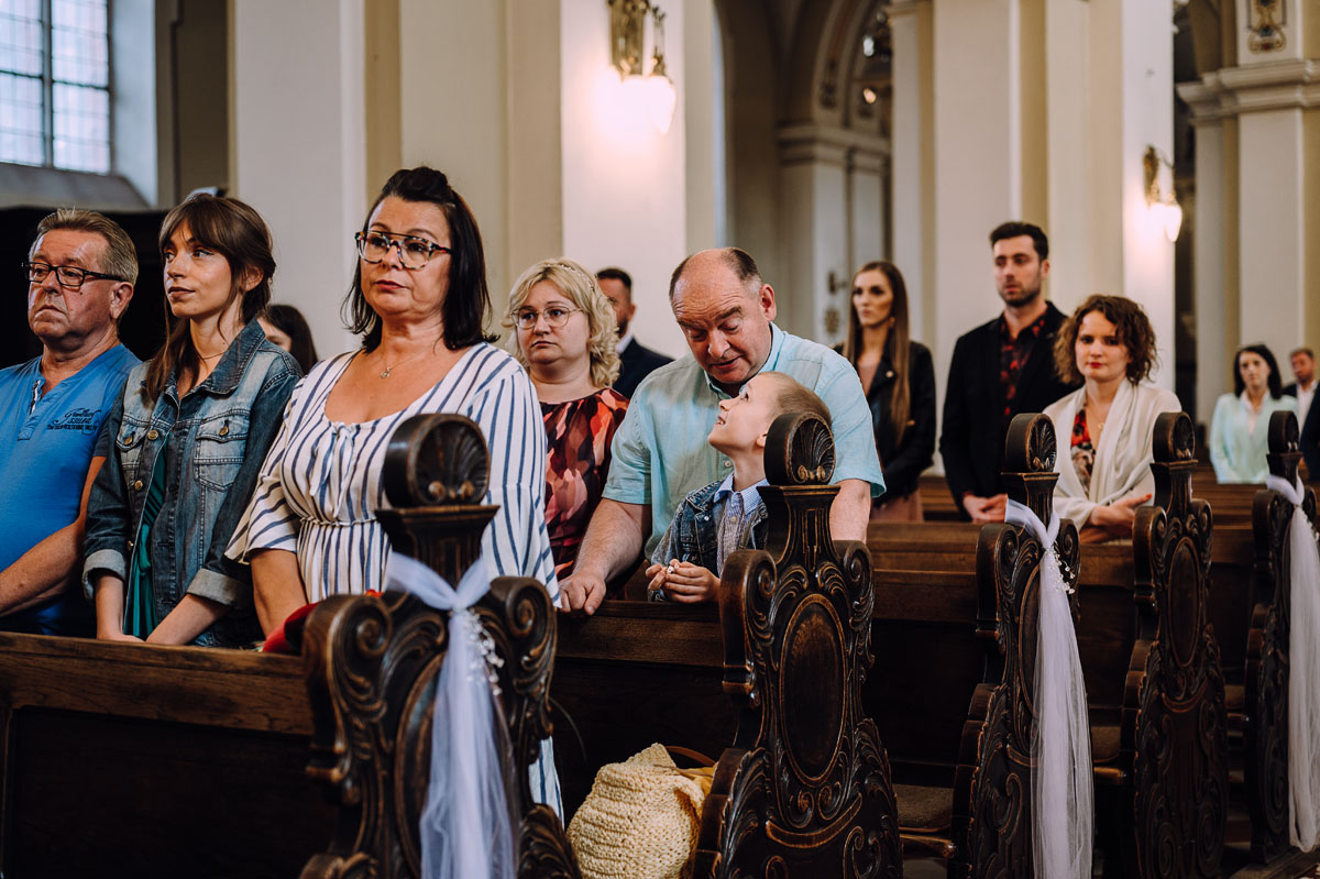 slow-wedding-przygotowania-slubne-apartamenty-sowa-slub-kosciol-sw-Trojcy-Bydgoszcz-wesele-pod-namiotem-garden-party-w-stylu-slow-Dominika-Tom-092